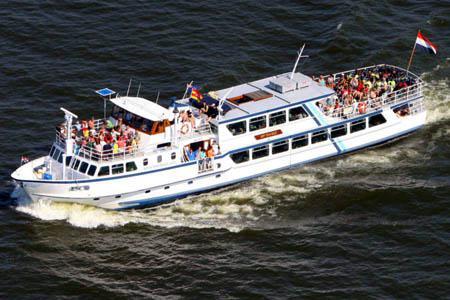 De boot van rederij Koppe, Bep Glasius